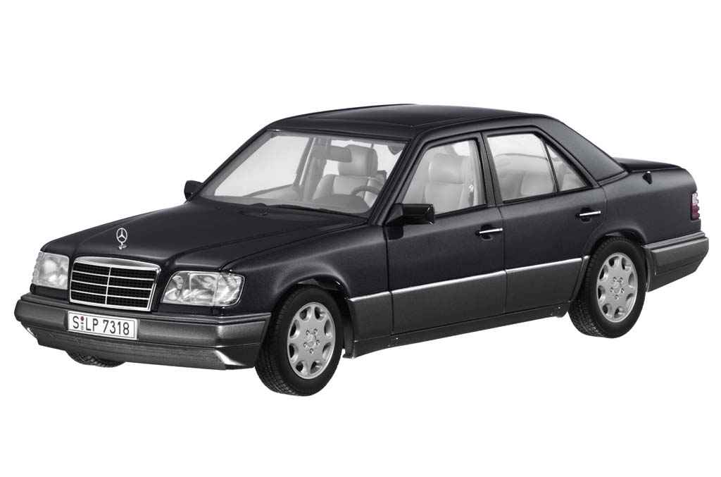 AUTOart: 1995 Mercedes-Benz E320 (W124) - Black (B6 604 ...