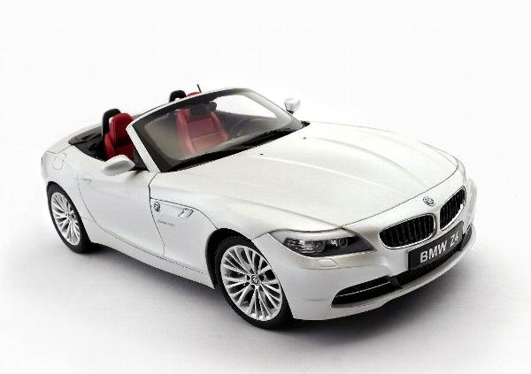Kyosho Bmw Z4 Sdrive 35i E89 Brilliant White Metallic 08771pw In 1 18 Scale Mdiecast