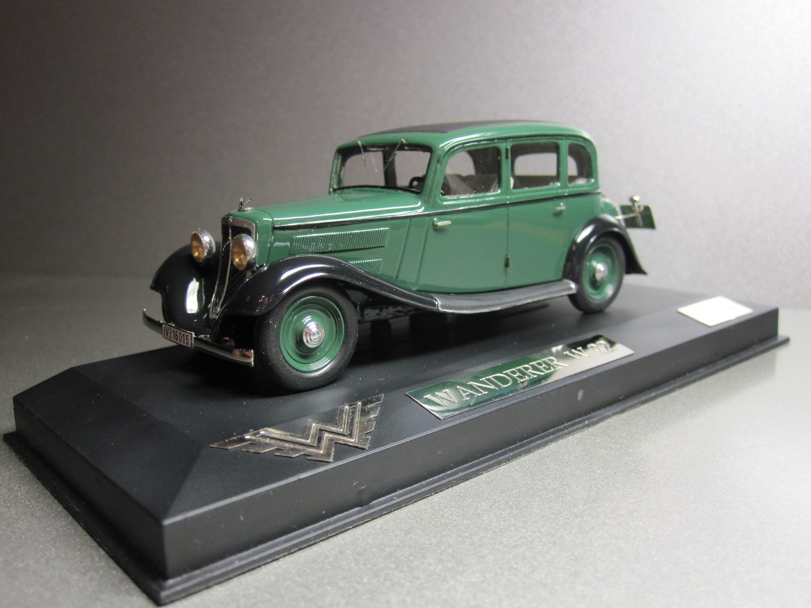 ZZ Model: 1933 Wanderer W22 Limousine Green in 1:43 scale