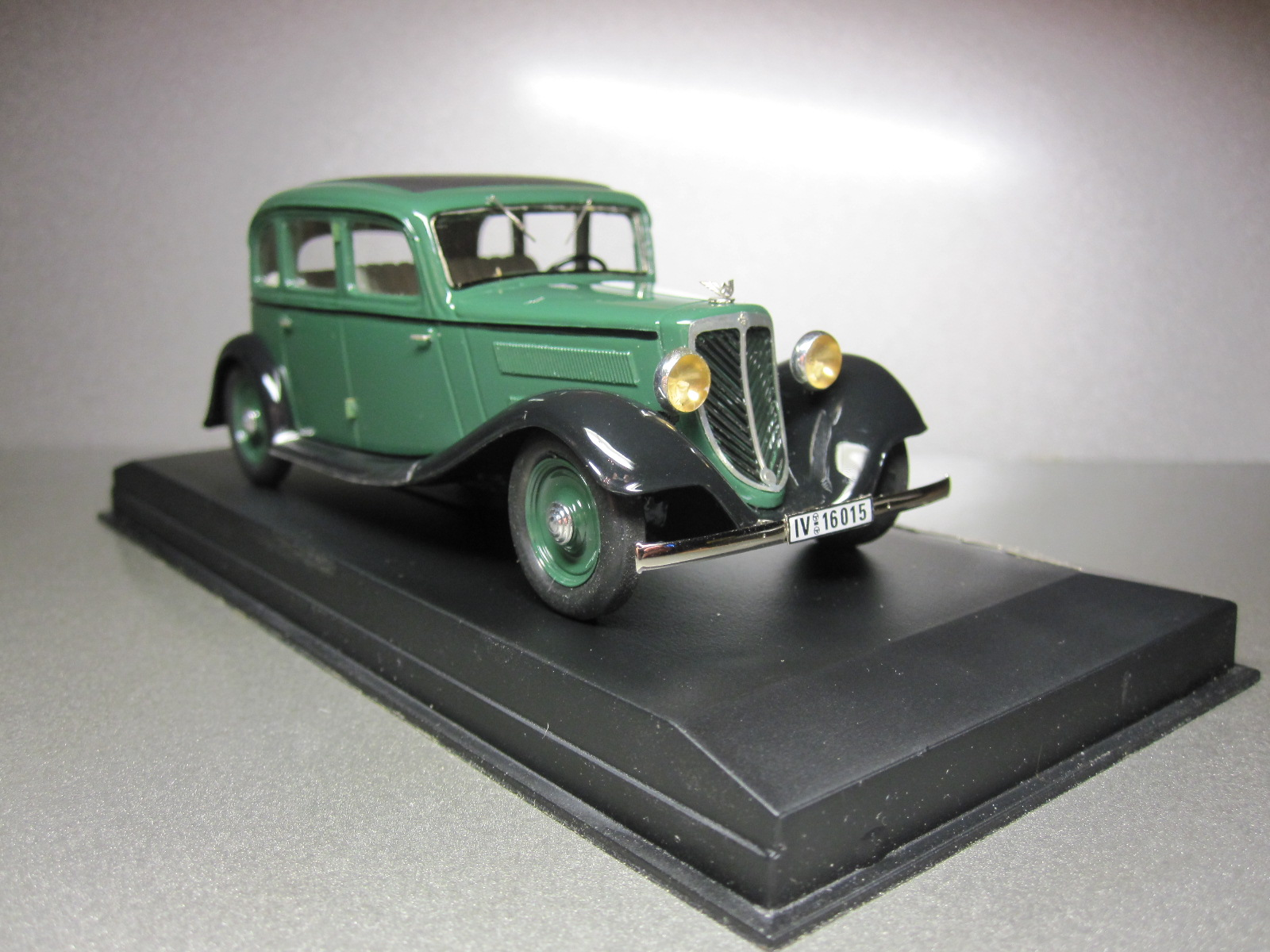 ZZ Model: 1933 Wanderer W22 Limousine Green in 1:43 scale . Picture provided by Aleksandr (Desdemona), 2010-06-08 14:47:45