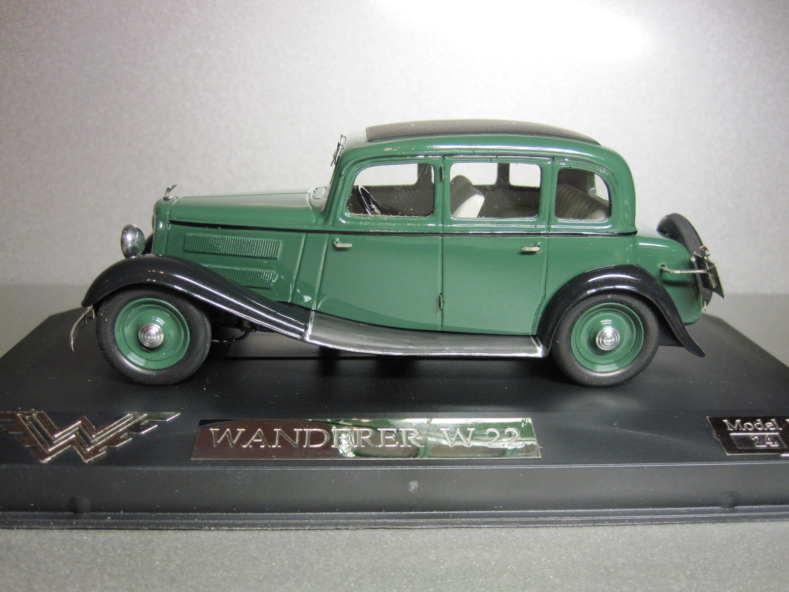 ZZ Model: 1933 Wanderer W22 Limousine Green in 1:43 scale . Picture provided by Aleksandr (Desdemona), 2010-06-08 14:49:48