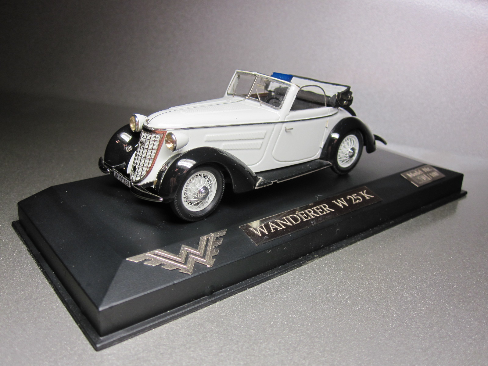 ZZ Model: 1936 Wanderer W 25K Cabriolet White-Black (70/100) in 1:43 scale