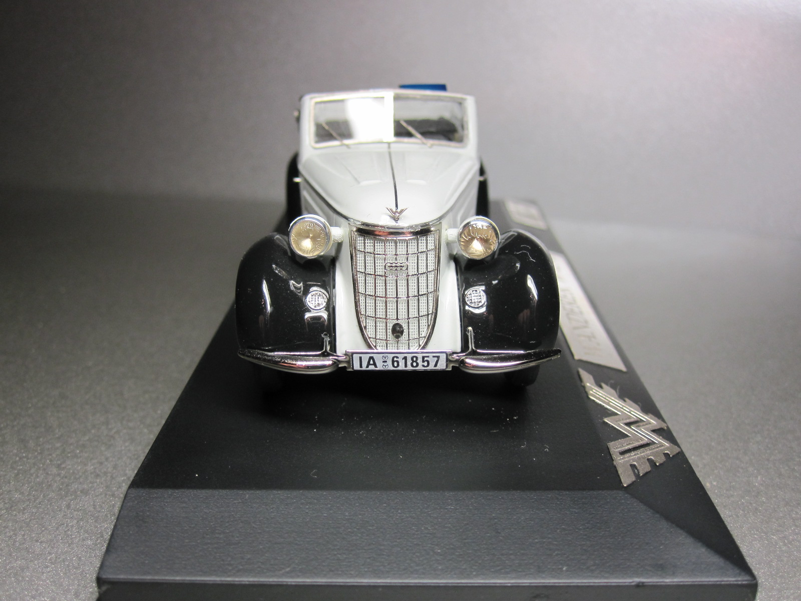 ZZ Model: 1936 Wanderer W 25K Cabriolet White-Black (70/100) in 1:43 scale . Picture provided by Aleksandr (Desdemona), 2010-06-08 15:01:07