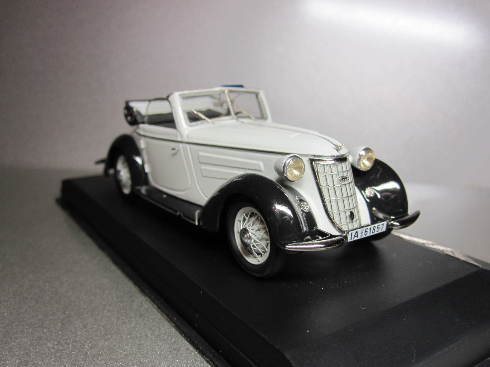 ZZ Model: 1936 Wanderer W 25K Cabriolet White-Black (70/100) in 1:43 scale . Picture provided by Aleksandr (Desdemona), 2010-06-08 15:01:26
