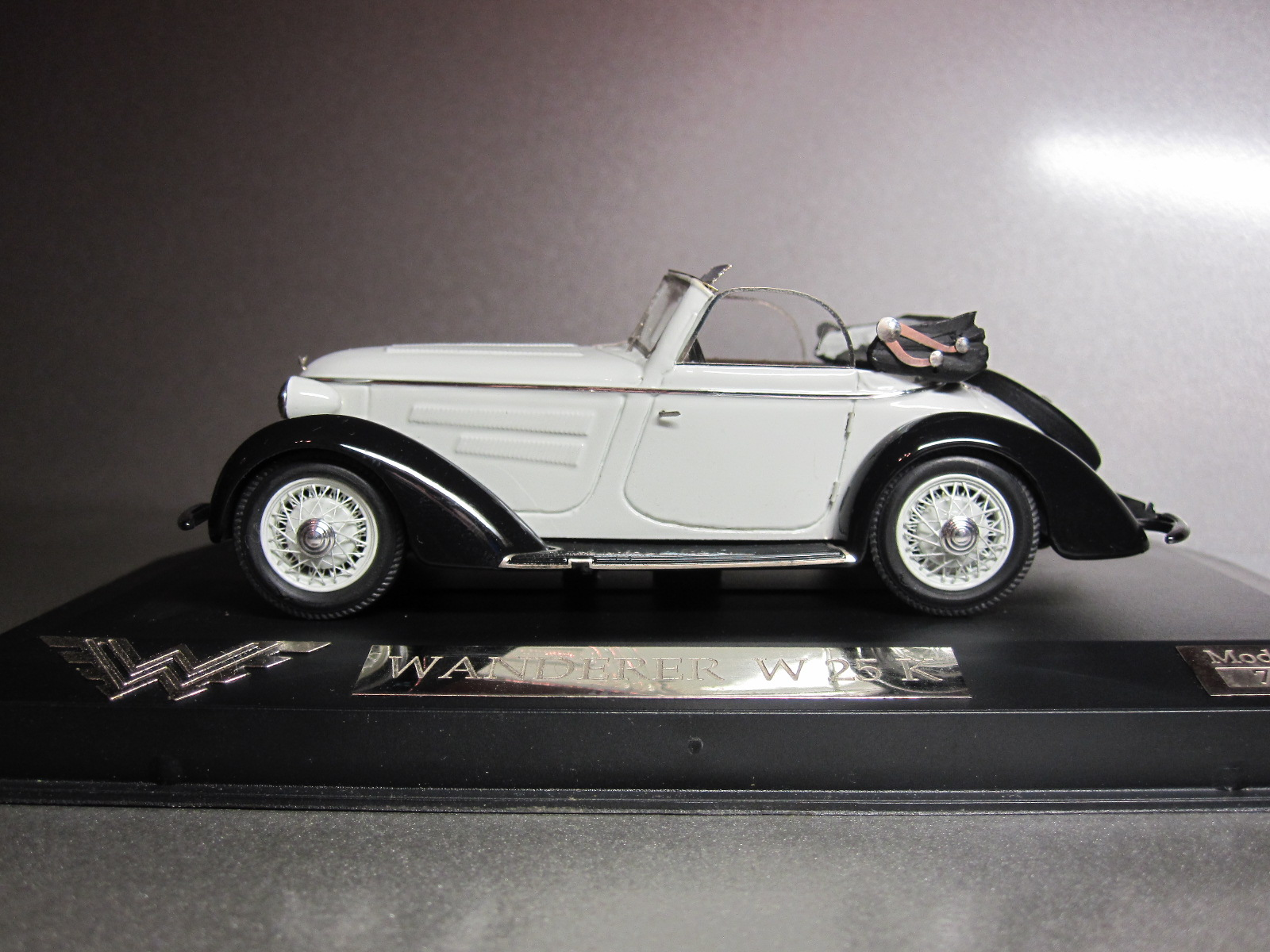 ZZ Model: 1936 Wanderer W 25K Cabriolet White-Black (70/100) in 1:43 scale . Picture provided by Aleksandr (Desdemona), 2010-06-08 15:02:08