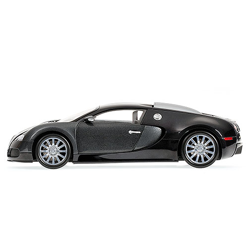 Minichamps: 2010 Bugatti Veyron - Black/Grey (100 110820) im 1:18 maßstab . Picture provided by Anton, 2011-04-24 03:05:41