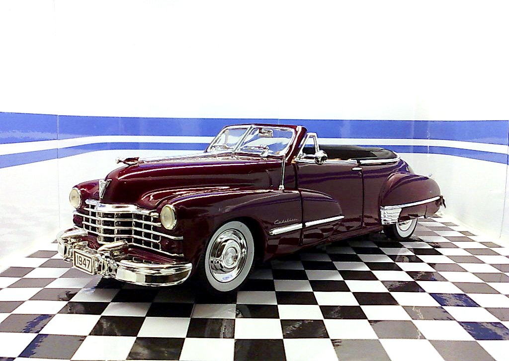 Anson: 1947 Cadillac Series 62 Open Convertible - Ruby Red (30335) im 1:18 maßstab