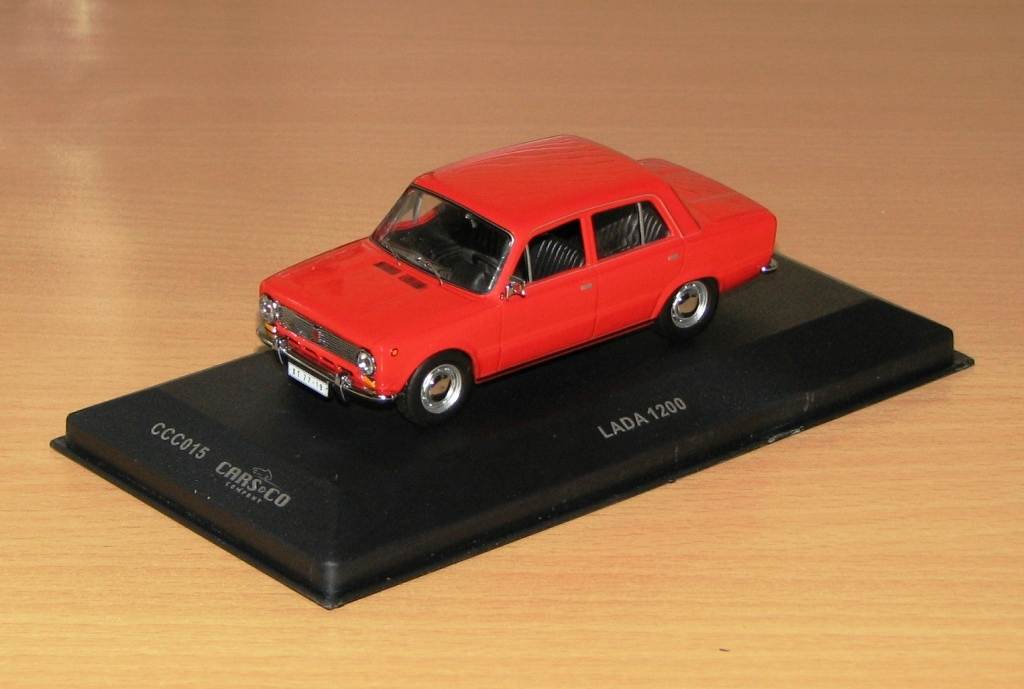 IXO 1972 LADA 1200 Cars&Co Red CCC015 In 143 Scale