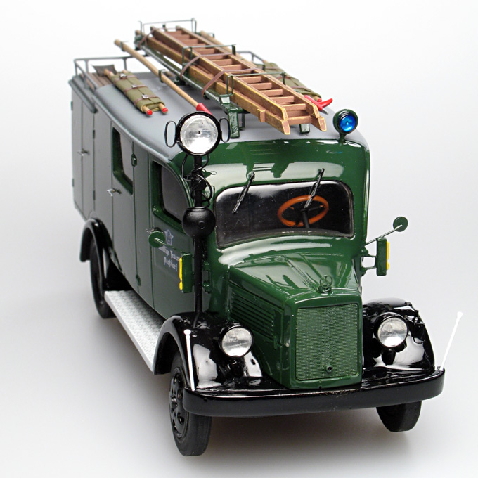 Gollwitzer: Mercedes-Benz L1500 LF8 Fire - Green in 1:43 scale . Picture provided by Vladimir, 2007-04-18 22:18:28