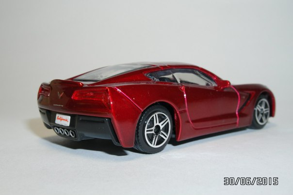 Bburago: Chevrolet Corvette Stingray 2014 in 1:43 scale . Picture provided by George, 2015-11-08 01:52:35