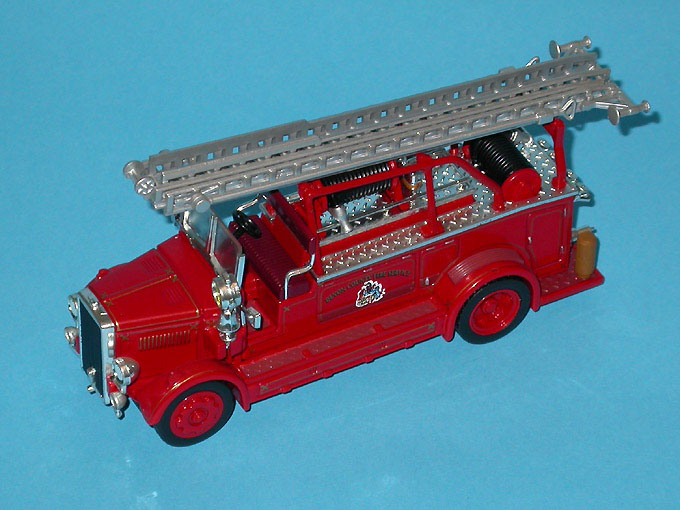 Matchbox: 1936 Leyland Cub Open Top Ladder (YYM37635) в 1:43 масштабе