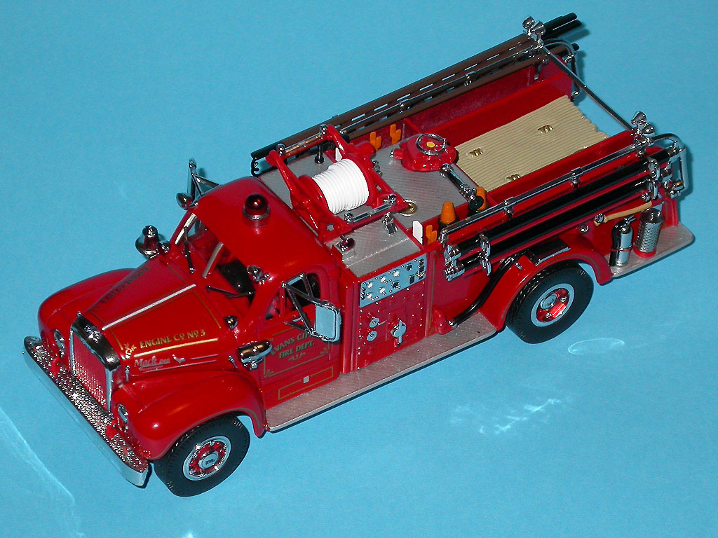 Matchbox: 1956 Mack B-95 Pumper Fire Truck (YYM35810) в 1:43 масштабе