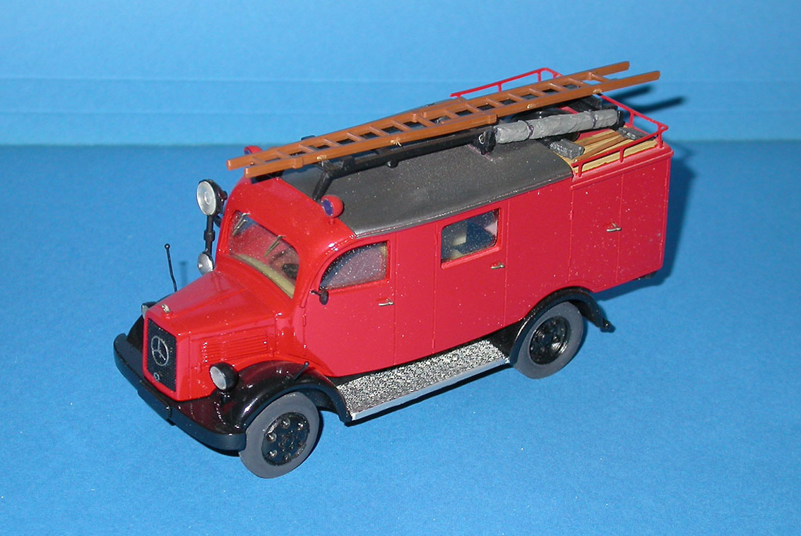 Gollwitzer: Mercedes-Benz L1500 LF8 Fire - Red in 1:43 scale . Picture provided by Mauro, 2007-08-31 16:53:46