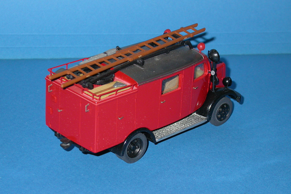 Gollwitzer: Mercedes-Benz L1500 LF8 Fire - Red in 1:43 scale . Picture provided by Mauro, 2007-08-31 16:54:24