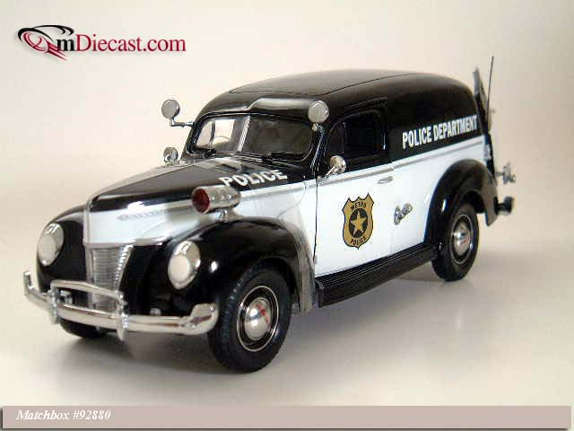 Matchbox: 1940 Ford Sedan Delivery Metro Police (92880) в 1:20 масштабе