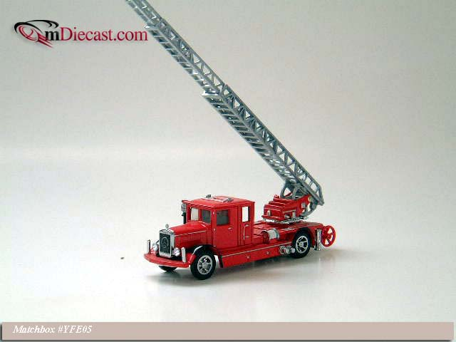 Matchbox: 1932 Mercedes Ladder Truck (YFE05-M) в 1:43 масштабе
