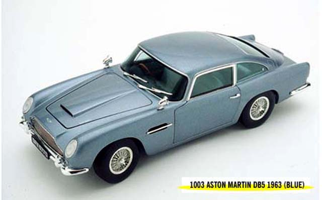 Chrono: 1963 Aston Martin DB5 Metallic Ice Blue (1003) im 1:18 maßstab