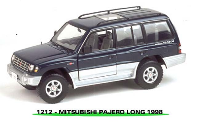 Sun Star: 1998 Mistubishi Pajero Long 3.5 V6 - Novajo Green Peal (1212) in 1:18 scale