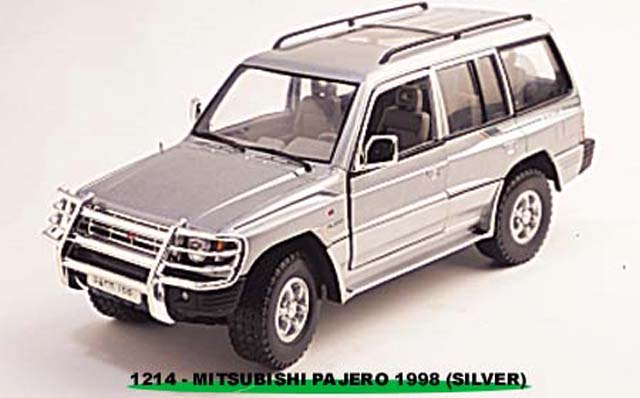 Sun Star: 1998 Mistubishi Pajero Long 3.5 V6 - Silver with Bush Guard (1214) в 1:18 масштабе