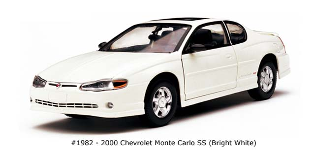 Sun Star: 2000 Chevrolet Monte Carlo - Bright White (1982) в 1:18 масштабе