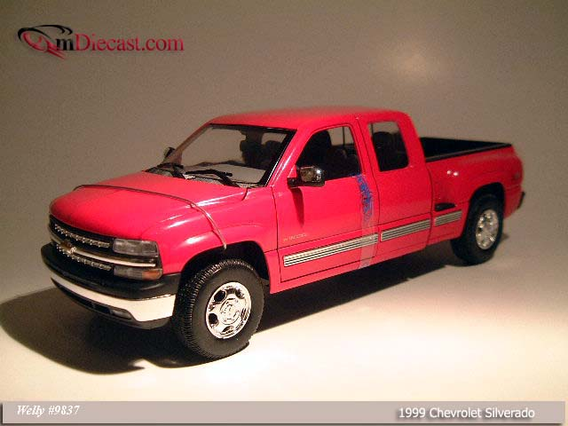 Welly: 1999 Chevrolet Silverado SB Red (9837) in 1:18 scale