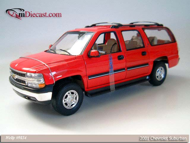 Welly: 2001 Chevrolet Suburban - Metallic Red (9854) im 1:18 maßstab