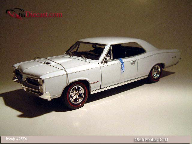 Welly: 1966 Pontiac GTO White (9856) in 1:18 scale