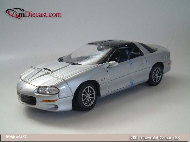 Welly: 2002 Chevrolet Camaro SS - Silver (9861) in 1:18 scale