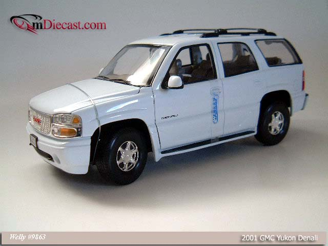 Welly: 2001 GMC Yukon Denali - White (9863) in 1:18 scale