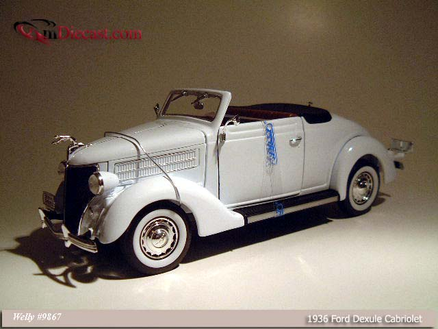 Welly: 1936 Ford Deluxe Cabriolet - White (9867) in 1:18 scale