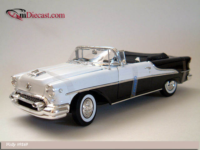 Welly: 1955 Oldsmobile Super 88 - Black (9869) в 1:18 масштабе
