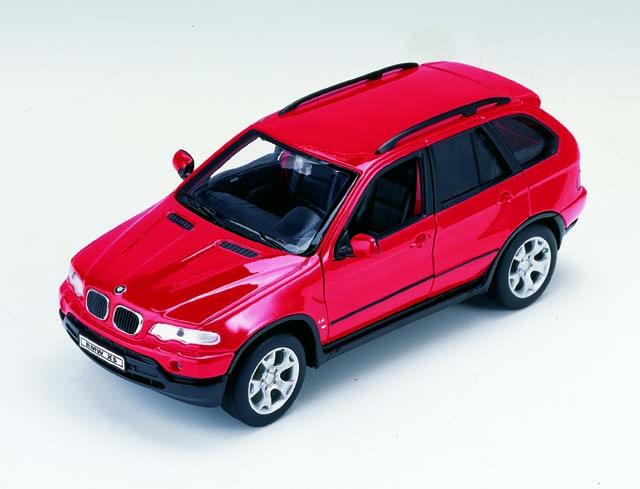 Welly: BMW X5 Red (2074) в 1:24 масштабе
